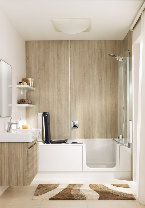 ARTLIFT shower bathtub with seat lift and divided door (opened)