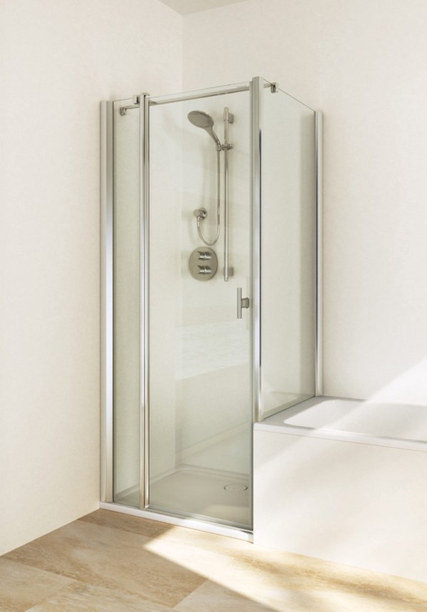 TWISTLINE Swinging door on fixed part to a short side wall, genuine clear glass, profiles high gloss metal, handle chrome | © Artweger GmbH. & Co. KG
